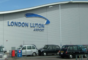 how to go from gatwick airport to luton airport